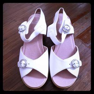 New Dansko joanie White sandal wedges sz 40.